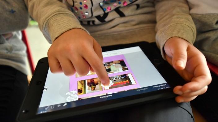 Schüler mit Tablet-Computer