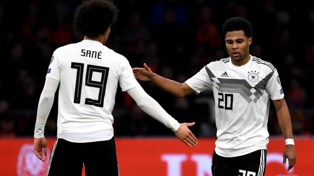 DFB-Nationalmannschaft - Leroy Sane und Serge Gnabry 2019 gegen die Niederlande