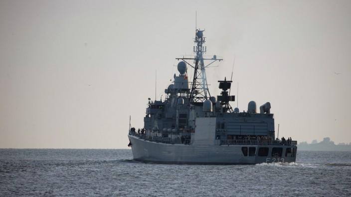 Fregatte 'Augsburg' läuft zur Operation 'Sophia' aus