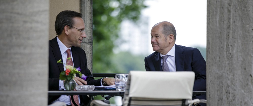Bundesfinanzminister Olaf Scholz SPD im Gespraech mit Staatssekretaer Joerg Kukies Berlin 19 06