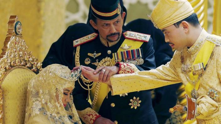 Der Sultan von Brunei 2015 bei der Hochzeit seines Sohnes