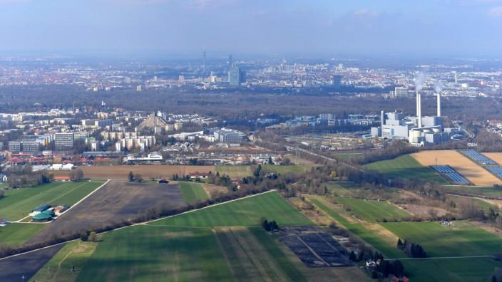 Gewerbe: Die Stadt wächst immer weiter, die Grundstücke werden immer rarer: Ab und an sieht man trotzdem noch unbebaute Flächen, wie zum Beispiel hier in der Nähe des Heizkraftwerkes Nord.
