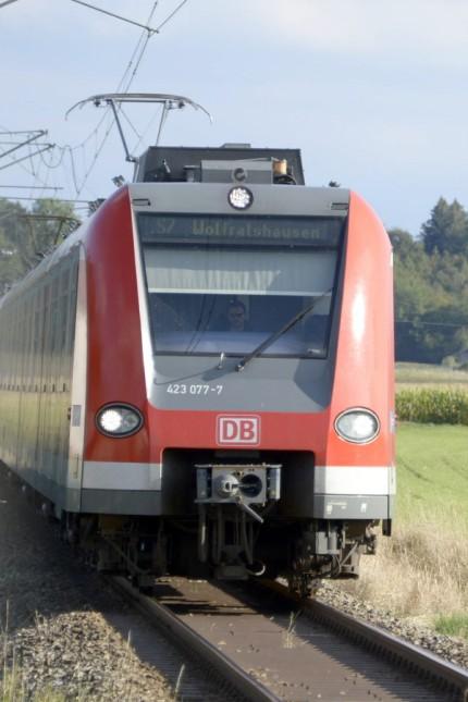 Öffentlicher Nahverkehr: Auf dem West-Ast der S 7 fahren die Züge fast durchgehend alle 20 Minuten - anders als auf der Ost-Trasse.