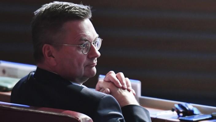Grindels geschenkte Uhr: Weiterhin in Erklärungsnot: Ex-DFB-Präsident Reinhard Grindel.