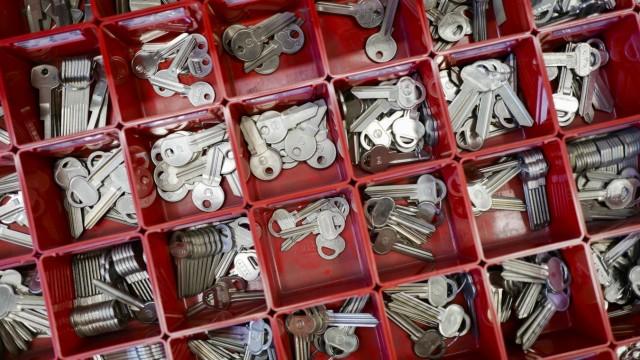 Handwerk in München: Es reicht bei verlorenen Zimmerschlüsseln meist ein Handyfoto vom Schloss.