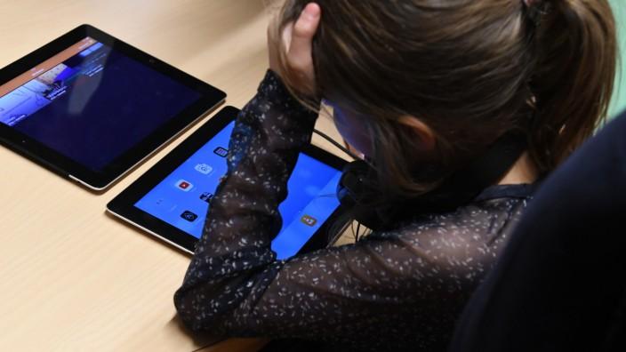 Bildung: Tablets ersetzen Block und Stift: Die Schulen haben Medienkonzepte erstellt. Jetzt ist die Frage: Wer bezahlt die technische Ausstattung und deren Wartung?