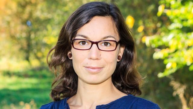 Manuela P. Gaßner  Manuela Gaßner, Autorin, Keynote Speakerin und Dozentin  Themen: Zero Waste, Konsumverhalten, Urban Farming und nachhaltige Agrarwirtschaft, Vortrag in Aying zum Zero-Waste-Prinzipg