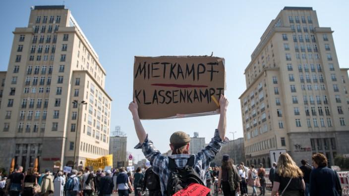 *** BESTPIX *** Demonstrators Protest Against Tightening Housing Market In Berlin