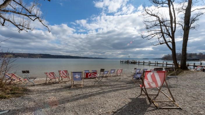 Leerer Strand am Starnberger See