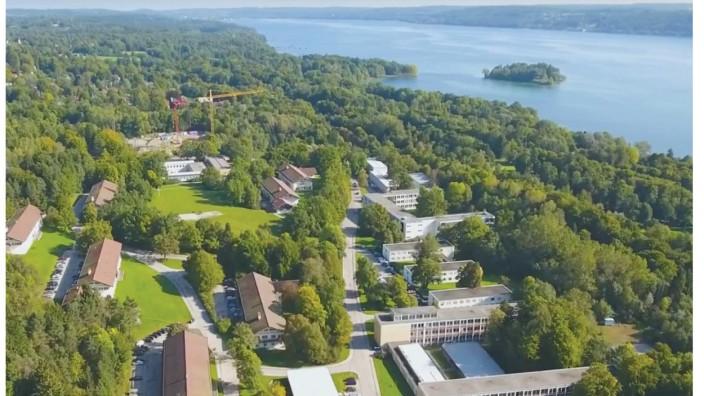 Kaserne: Was aussieht wie der Campus einer amerikanischen Universität, ist indes die IT-Schule der Bundeswehr. Auf dem 31,7 Hektar großen Gelände soll sich die Gemeinde Feldafing weiterentwickeln, wenn die Soldaten Ende 2020 abgezogen sind. Wohnungen, Gewerbe und Hotels sind geplant.