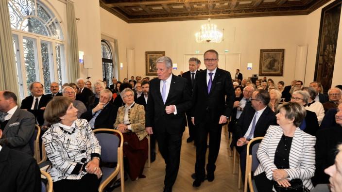 Tutzing: ev. Akkademie verleihung des golgdenen Löwens an Joachim Gauck