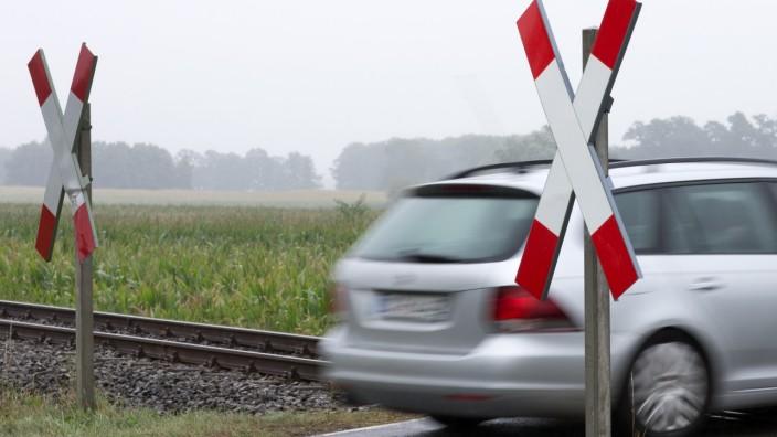 Drei Tote bei Zusammenstoß von Auto mit Nordwestbahn