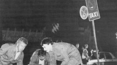 Ermittlungen: Bergung eines Opfers nach dem Anschlag auf das Oktoberfest in München 1980.