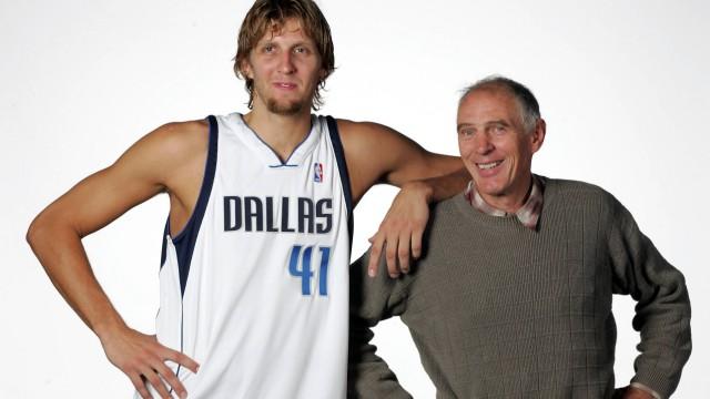 Dirk Nowitzki Dallas Mavericks und sein Mentor Holger Geschwindner beide Deutschland