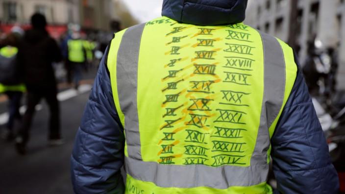 Politik in Frankreich: Ein Demonstrant der Gelbwesten-Bewegung in Paris