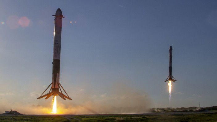 "Rakete ´Falcon Heavy"" absolviert ersten kommerziellen Flug"