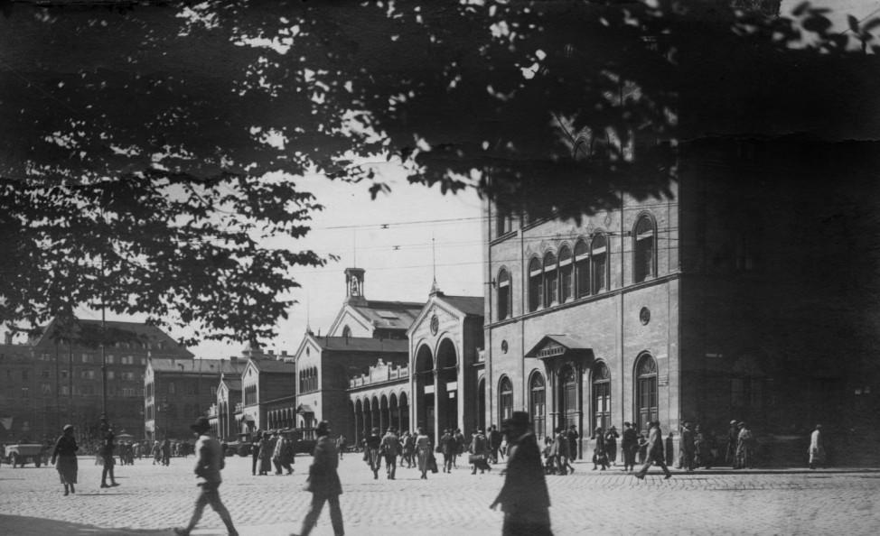 Bahnhof in München, 1928