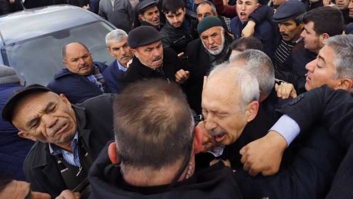 Türkischer Oppositionsführer in Ankara angegriffen