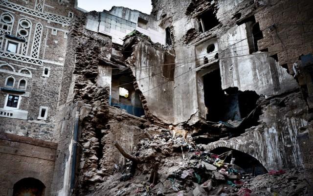 Zerstörtes Haus in der Altstadt der jemenitischen Hauptstadt Sanaa