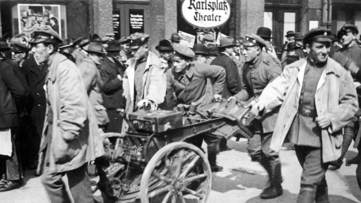 Soldaten der Roten Armee mit einem Minenwerfer in München, 1919