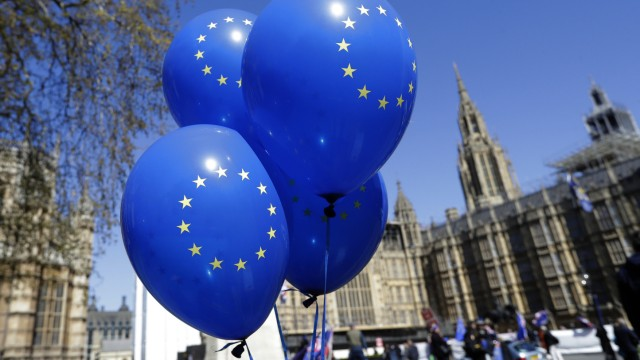 Die EU-Flagge auf Ballons vor dem Parlament in London. Der Brexit - auch wenn er noch nicht vollzogen ist - zeigt, dass die Europäische Union kein so stabiles Gebilde ist, wie viele sich das wünschen.
