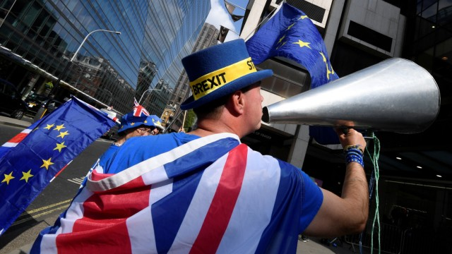 Anti-Brexit protester Steve Bray demonstrates outside Labour Party's headquarters in London