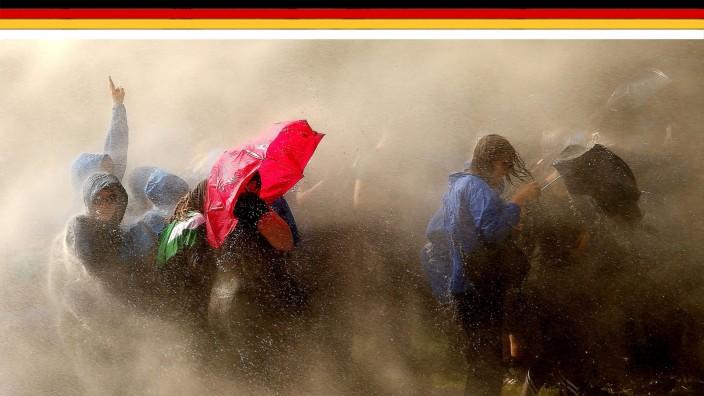 70 Jahre Grundgesetz: Bilder des Protests: Demonstranten während des G-20-Gipfels im Juli 2017