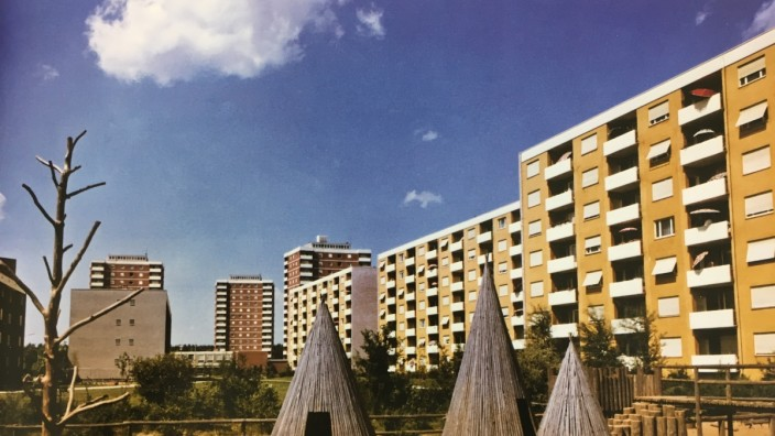 Wohnungsnot in Nürnberg: Die Wohnanlage Reichelsdorf mit großen Grünflächen und einem Abenteuerspielplatz aus Naturmaterialien hatte in den Sechzigerjahren Modellcharakter.