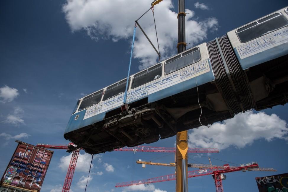 Tram-Wagen beim Bahnwärter Thiel