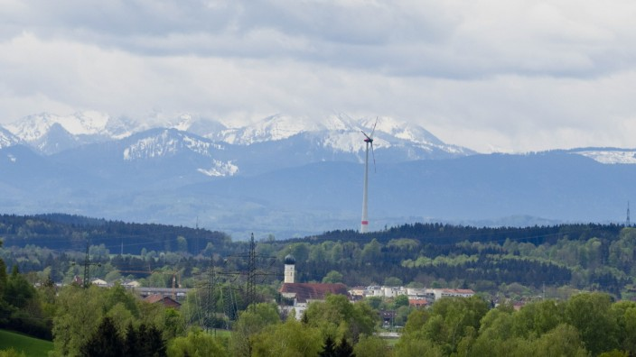 Grafing mit Windrad und Alpen