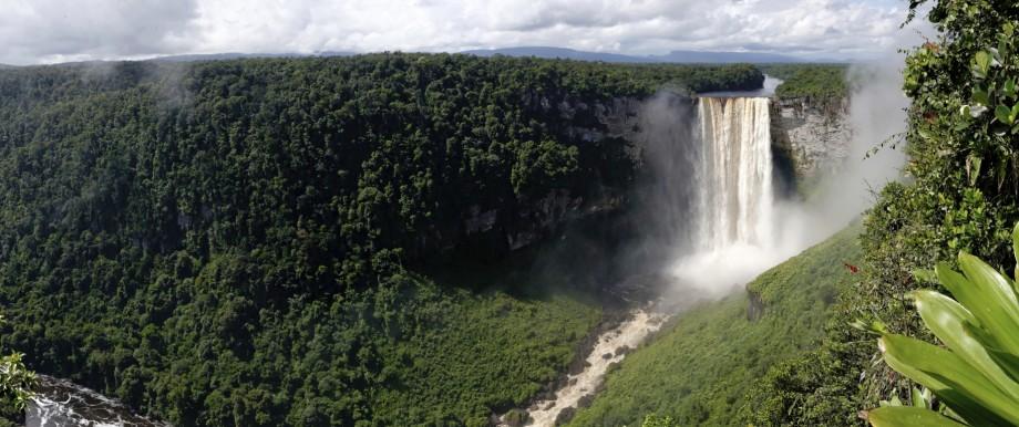 250 Meter sind die Kaieteur-Wasserfälle in Guyana hoch.