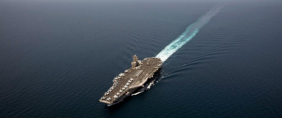 Der Flugzeugträger USS Abraham Lincoln auf dem Weg ins Arabische Meer