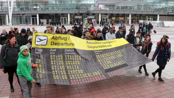 Proteste gegen Abschiebungen am Flughafen München, 2017