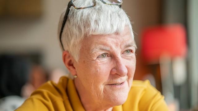 """Dagmar Hirche gibt mit ihrem Verein """"Wege aus der Einsamkeit"""" Internetkurse für Senioren"""