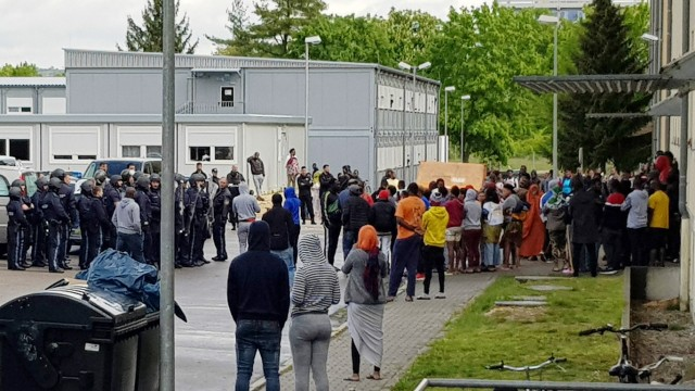 Großeinsatz der Polizei in Asylbewerberheim