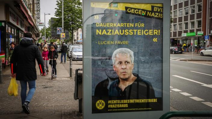 Dortmund - Illegale Plakate gegen Rechts mit BVB-Logo