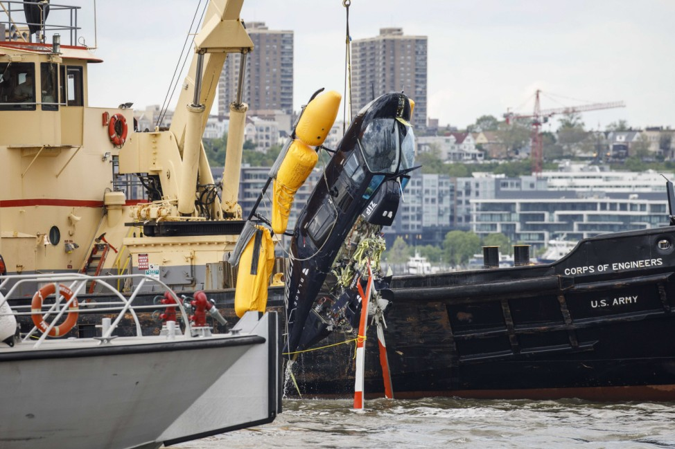 Helicopter Crashes In Hudson River On West Side Of Manhattan