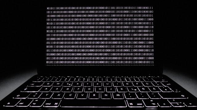 Symbolbild Laptop Hackerangriff Cybercrime Computerkriminalität Datenschutz *** Icon Image Lapt