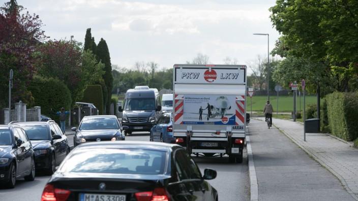 LKW Verkehr Perlach, Weidener Straße, Blickrichtung Unterhachinger Straße