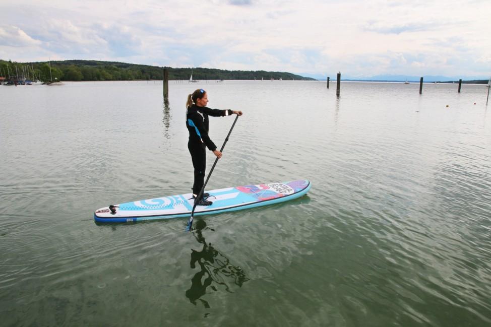 Eliane Droemer startet in die SUP-Saison ; SUP-Saison am Starnberger See
