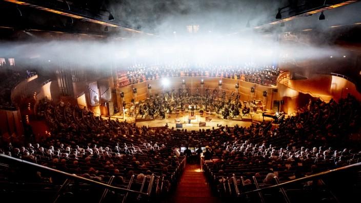 """Klassik: Es dampft in der Kölner Philharmonie bei der Uraufführung des """"Lab.Oratorium""""."""