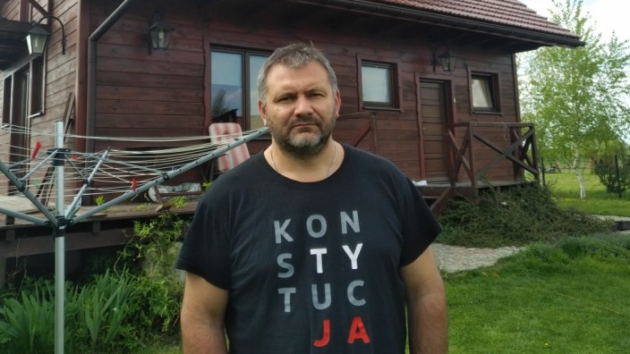 """Serie: """"Wir sind Europa"""": """"Verfassung"""" steht auf seinem T-Shirt: Der Richter Waldemar Żurek hat sich neun Anwälte genommen, um sich gegen den Druck der Behörden zu wehren."""