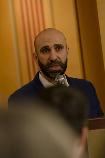Vortrag Klartext zur Integration Ahmad Mansour deutsch israelischer Psychologe und Autor spricht