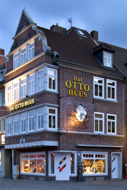 """""""Dat Otto Huus"""" steht ihn Emden in der Nähe des Hafens."""