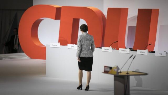 Annegret Kramp Karrenbauer CDU Generalsekretaerin und Kandidatin fuer den CDU Parteivorsitz aufge