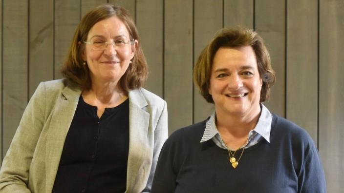 Zeitgeschichte: Joëlle Delpech-Boursier (rechts) zu Besuch in der KZ-Gedenkstätte, in der ihr Vater, André Delpech, einst litt.