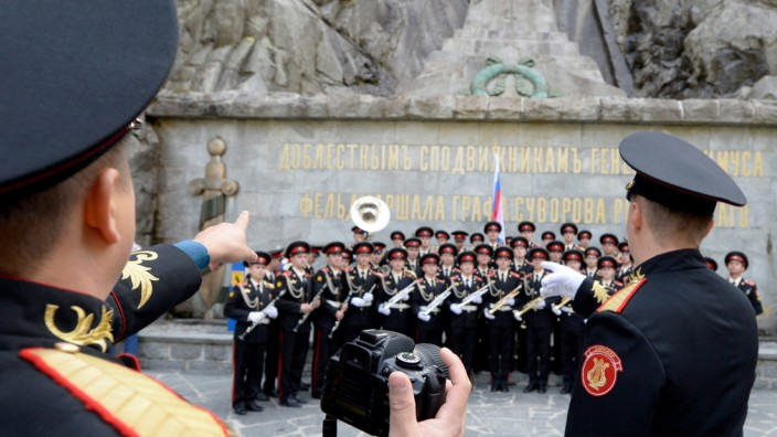 Russian cadets commemorate 18th century Russian General Alexander