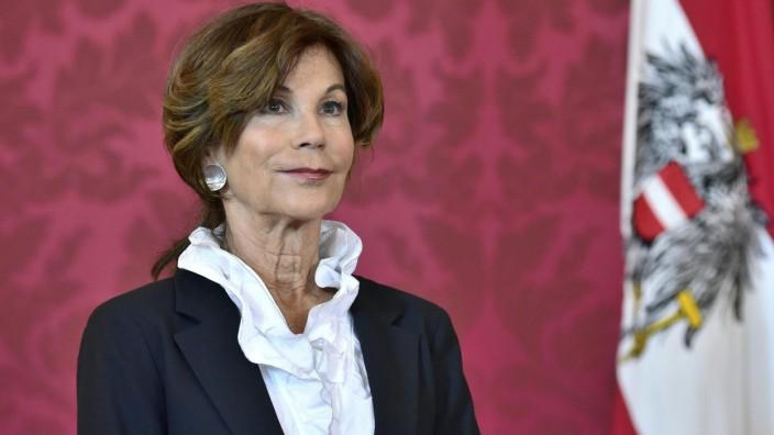Verfassungsrichterin Bierlein wird erste Kanzlerin Österreichs