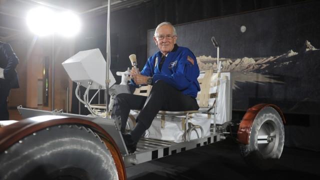Raumfahrt: Seine Erkundungen auf dem Erdtrabanten vollzog Charles Duke unter anderem in einem Rover, wie er nun im Deutschen Museum zu sehen ist.