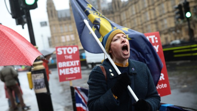 ***BESTPIX*** Pro and Anti Brexit Demonstrators Protest in Westminster Ahead Of Parliament Voting On The Withdrawal Agreement